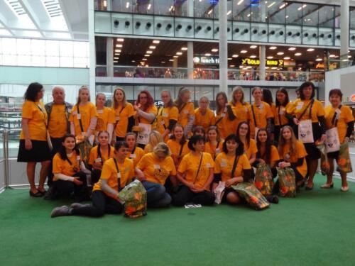 Dobrovolníci ve žlutém